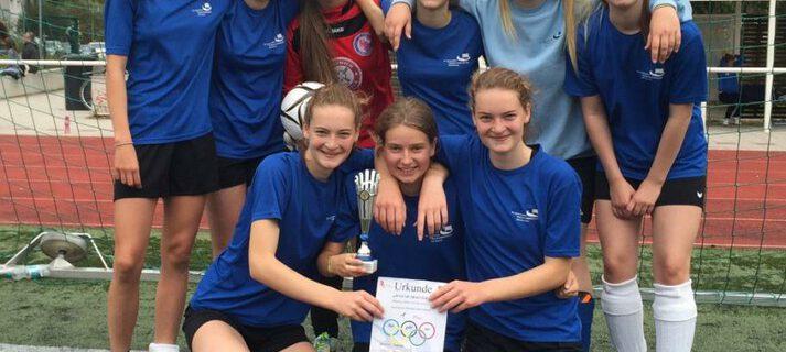 Mädchenfußballteam gewinnt Regionalentscheid
