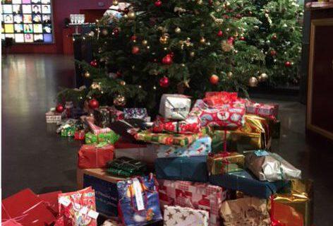 Weihnachtsgeschenke- Kinder spenden für Kinder
