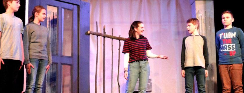 """Theaterprojekt der 8. Klassen: """"Reckless. Steinernes Fleisch"""" nach Cornelia Funke"""
