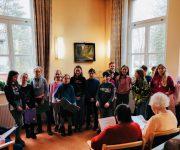 Kinderchor bringt Freude ins Seniorenheim und Hospiz
